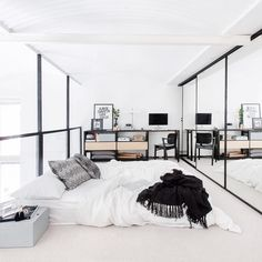 3 Friendly Clever Tips: Minimalist Home White Grey minimalist bedroom loft decor.Minimalist Kitchen Appliances Spaces extreme minimalist home life.Minimalist Home Closet Storage. Minimalist Apartment, Minimalist Home Decor, Minimalist Interior, Minimalist Bedroom, Modern Minimalist, Minimalist Lifestyle, Minimalist Living, Bedroom Design Minimalist, Minimalist Kitchen