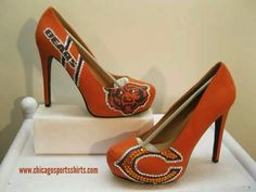 Oh these are just adorable! womens chicago bears heels, gonna try and make them myself cant wait! Chicago Bears Baby, Chicago Girls, Chicago Football, Bears Football, Cute Shoes, Me Too Shoes, Bear Wedding, Beautiful Heels, Shoe Closet