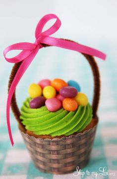 Easter basket cupcakes with a free printable cupcake wrapper