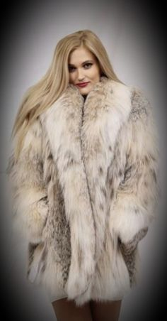 Fox Fur Coat, Fur Coats, Coats For Women, Clothes For Women, Mens Fur, Fur Blanket, Fur Fashion, Cute Woman, Style Guides