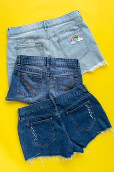 3 Ways To Update Shorts Pockets This Summer A Video Use Patches, Markers, And Simple Embroidery To Dress Up Denim Pockets Diy Clothes Rack, Diy Clothes Refashion, Jeans Refashion, Simple Embroidery, Embroidery Kits, Embroidery Stitches, Shorts Negros, Summer Club, Diy Summer Clothes