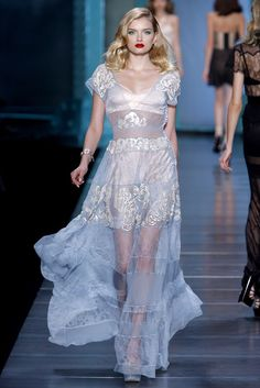 Christian Dior Spring 2010 Ready-to-Wear Fashion Show - Lily Donaldson