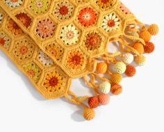 knittedcreations: Horgolt Hexagon Baba takaró - sárga és narancs által SasasHandcrafts (115.00 USD) http://ift.tt/1zlUGa9 szeretem ezeket a színeket.