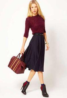 сапоги-к-юбке-зимой Симпатичным вариантом мне кажется также надеть под такую обувь носочки.