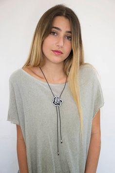 1b0f10a3be91 Collar de cuero para mujeres collar de lazo lazo negro
