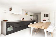 """Aanbouw, keukenopstelling en interieur. Interieurplan en tafel ontwerp. Tafel type """"Dani"""" Gerealiseerd door Jolanda Knook interieurvormgeving         www.jolandaknook.nl"""