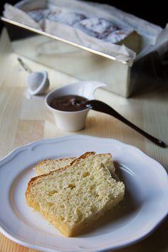 Il pan brioche allo yogurt è sofficissimo e ideale da farcire per la colazione. Con poco burro e non molto dolce, va benissimo anche per i croque monsieur!