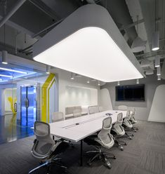 Browse and discover thousands of office design and workplace design photos - tagged and curated to make your search faster and easier. Design Studio Office, Office Interior Design, Workplace Design, Corporate Design, Corporate Offices, Corporate Interiors, Office Interiors, Light Architecture, Interior Architecture
