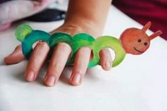 DIY Kids Craft - Cardboard Finger Puppets: great for the hungry caterpillar Kids Crafts, Toddler Crafts, Preschool Crafts, Projects For Kids, Diy For Kids, Diy And Crafts, Arts And Crafts, Paper Crafts, Diy Paper