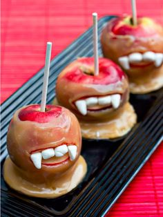 Vampire Caramel Apples! See the recipe and more of the yummiest #Halloween treats on: http://blog.gifts.com/holidays/the-yummiest-halloween-treats