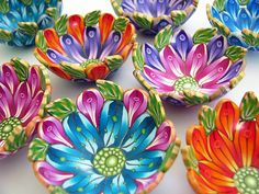 Polymer clay flower bowls from 2013 By Wanda Shum Fimo Polymer Clay, Polymer Clay Sculptures, Polymer Clay Flowers, Polymer Clay Projects, Polymer Clay Creations, Sculpture Clay, Polymer Clay Jewelry, Clay Crafts, Clay Earrings