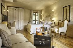 La Villa del Re, 5 star hotel in Sardinia front-sea with luxury services. Book now on our official website for the Best Price! Re Room, Luxury Services, Shabby Chic Style, Sardinia, 5 Star Hotels, Villa, Rooms, Italy, Bedrooms
