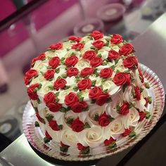 Beautiful Red and White Rose 🌹Cake. Tag your ❤️ friends. Cake Decorating Techniques, Cake Decorating Tips, Cookie Decorating, Gorgeous Cakes, Pretty Cakes, Amazing Cakes, Rose Cake, Occasion Cakes, Fancy Cakes
