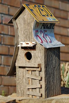 How cool is the hinge awning on this birdhouse?