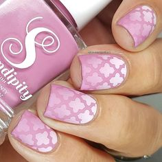 Create salon quality nail designs with Moroccan Nail Stencils. Moroccan Nail Stickers are easy to use for flawless quatrefoil nail art. Nail Art Designs Videos, Fingernail Designs, Nail Polish Designs, Nail Polish Colors, Neutral Nail Designs, Neutral Nails, Diy Manicure, Diy Nails, Rainbow Nail Art