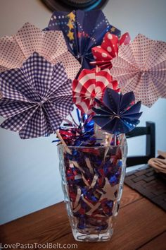 Paper Fireworks Centerpiece. I cute, inexpensive and easy way to decorate for the 4th of July!