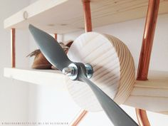 Zó mooi gemaakt!! Handmade vliegtuigwandplank | De Vliegenier via Kinderkamerstylist.nl