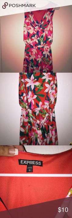 Express floral print dress 🌺 In good condition tropical flower print dress. Please make sure to look at my other listings to bundle and save. Express Dresses Mini