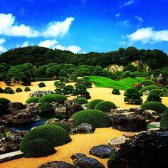 Perfection #japanesegarden #adachimuseum #beautiful #japaneseculture #ig_japan #perfection #karesansui #technique #devotion #bluesky #ig_garden #shimane #japan #instatravel #travelgram #ig_travel #wanderlust #green #zen #serenity #calculation #design #gardener #japanesetradition #no1 #green #nature #naturephotography
