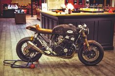 Honda CB 750 RC42 Cafe Racer | Oficina - Grease n Gasoline