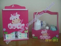pañaleras en mdf pintadas - Buscar con Google Baby Shawer, Baby Kit, Craft Projects, Projects To Try, Kit Bebe, Decoupage Box, Country Paintings, Candy Bouquet, Storage Baskets