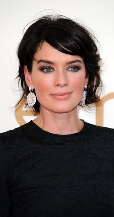 Lena Headey - cute short haircut for fine hair. MAKEUP is great too! This woman would look great with no makeup in a paper bag! Chic Short Hair, Short Dark Hair, Short Hair Cuts, Short Hair Styles, Haircuts For Thin Fine Hair, Short Hairstyles Fine, Mom Hairstyles, Dark Hair Pale Skin, Pale Skin Makeup