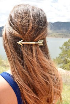Arrow Hair Clip - Looking for Hair Extensions to refresh your hair look instantly? focus on offering premium quality remy clip in hair. Moderne Outfits, Head Accessories, Hair Barrettes, Fall Hair, Hair Day, Pretty Hairstyles, Amazing Hairstyles, Hair Jewelry, Hair Trends