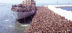 Um dos vapores tramp que partem para Itália a partir de Líbia