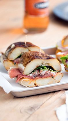 No bread, no problem — these savory sandwiches are main course and side all in one yummy package. No bread, no problem — these savory sandwiches are main course and side all in one yummy package. Gourmet Recipes, Cooking Recipes, Healthy Recipes, Comidas Fitness, Party Sandwiches, Healthy Sandwiches, Good Food, Yummy Food, Potato Skins