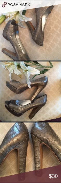 HOT MAMA BCBG CROME GREY COLORED HEELS🍾🍾 START YOUR OWN TREND IN THESE SNAKESKIN HEEL👠 ONLY WIRN A FEW TIMES AS YOU CAN SEE IN PICS💋. Minor wear on the inside which is unnoticed while wearing also minor wear on bottom💋 BCBGeneration Shoes Heels