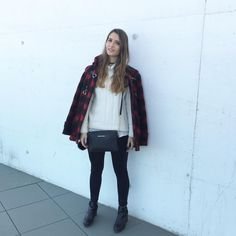 #fashionweek #madrid #madridfashionweek #mbfw #coat #tartan #tartancoat #black #leggins #blackboots #boots #white #whitejumper #jumper #asos #zara #michaelkors #blackbag