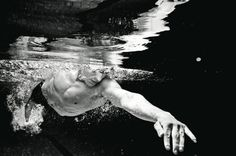 Swim slower to go faster article by Triathlete Europe. Open Water Swimming, Swimming Diving, Keep Swimming, Swimming Rules, Sport Motivation, Swimming Pictures, Pool Workout, Pool Picture, Gym Leaders