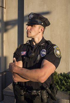 Il Leviatano. Military MenAttractive MenPolice UniformsPolice OfficerMan ...