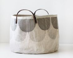 刺し子トートバッグ自作 Patchworked fabric bag with Sashiko stitching. My Bags, Tote Bags, Purses And Bags, Handmade Market, Handmade Bags, Sac Week End, Sashiko Embroidery, Fabric Bags, Market Bag