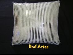 Almofada de paetê branca - R$50.00