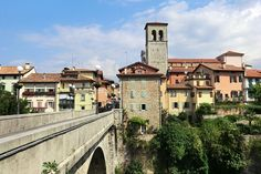 Cividale del Friuli - Topspot in Italien San Francisco Ferry, Mansions, House Styles, Building, Travel, Medieval Town, Roman Britain, Beautiful Hotels, Missing Someone