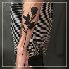 Grab your hot tattoo designs. Get access to thousands of tattoo designs and tattoo photos Black Rose Tattoo For Men, Rose Tattoos For Men, Black Rose Tattoos, Trendy Tattoos, Small Tattoos, Tattoos For Guys, Cool Tattoos, Guy Rose Tattoo, Poppy Tattoo Men