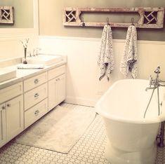 Joanna Gaines, Magnolia Homes farmhouse bath. Perfection. HGTV Fixer Upper.