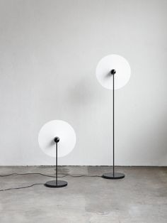 Oslo-based design practice Falke Svatun Studio brings a clean aesthetic and a minimalist approach to furnishings and lighting with their sculptural lamp project 'Kantarell'. Interior Lighting, Home Lighting, Lighting Design, Modern Lighting, Side Table Lamps, Side Tables, Contemporary Floor Lamps, Contemporary Style, Brass Lamp