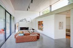 Modernistyczny salon od Schenker Salvi Weber