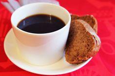 Piimäkakku on peruskahvikakkujen klassikko. Kakku on helppo valmistaa, joten mukaan voi ottaa pikkuapureitakin. Martini, Baking, Tableware, Kitchen, Dinnerware, Cooking, Bakken, Tablewares, Kitchens