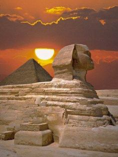 ancient monuments - at The Sphinx & Great Pyramid in Cairo, Egypt in 98 Places Around The World, Oh The Places You'll Go, Places To Travel, Around The Worlds, Travel Destinations, Wonderful Places, Beautiful Places, Foto Picture, Architecture Antique