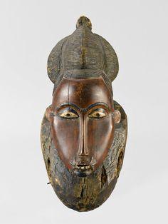 MASK Baule Ivory Coast. H 35.5 cm. Provenance: Edgar Beer, Brussels (1976). Swiss private collection.