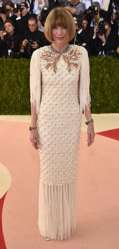 MET Gala 2016 - Manus x Machina: Fashion in an Age of Technology - Anna Wintour in Chanel