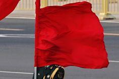 Atrapado  El aire hace que una bandera tape la cara de un guardia en la bienvenida al Primer Ministro de Australia, Julia Gillard, en Pékín, China.  Kim Kyung-Hoon, REUTERS