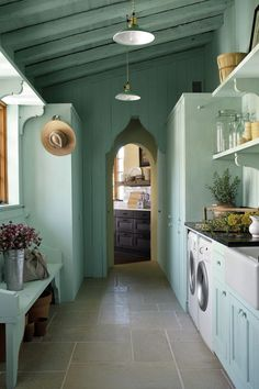 This laundry room doubles as a flower room. (Southern Living Idea Home) House Styles, Laundry Room Design, Vintage Laundry Room, Sweet Home, Southern Living Homes, House, Wine Room, House Interior, Flower Room