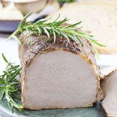 Najlepszy przepis na schab pieczony. Ten schab pieczony możesz upiec zarówno w rękawie, jak i bez rękawa, w zwykłej brytfance. Schab jest soczysty i idealnie wypieczony. Cudowny na każde Święta i na obiad. Grilled Pork Chops, Pork Loin, Pork Roast, Polish Recipes, Polish Food, Pork Recipes, Avocado Toast, Feta, Main Dishes