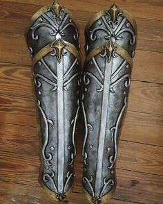 Legs painting is over!!! The biggest part of the armor is done, there's just the hands and feet remaining   #cosplay #warcraft #warcraftmovie #warcraftcosplay #cast4art #worbla #blackworbla #blizzard #worldofwarcraft #wow #cosplaygirl #wip #workinprogress
