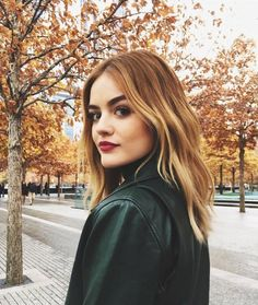 Lucy Hale Debuts Perfect Amber Hair – & Here's Exactly How to Copy It - Beauty Luci Hale, Amber Hair, Corte Y Color, Hair Again, Golden Blonde, Reddish Blonde Hair, Brunette Hair, From Brunette To Blonde, Lucy Hale Blonde