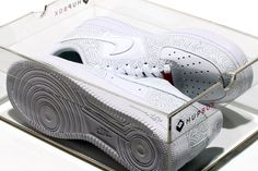 Google Image Result for http://cdn.hypebeast.com/image/2010/02/hupbox-v1-clear-shoe-box-3.jpg